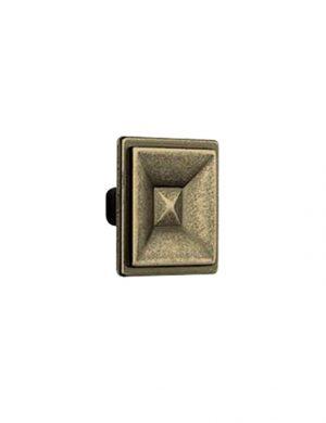 Buton cu aspect antichizat, fabricat din zamac.