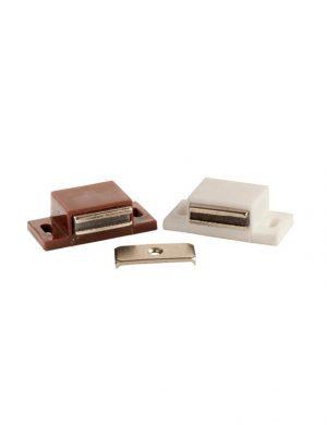 Magnet simplu cu placuta, confectionat din ABS.